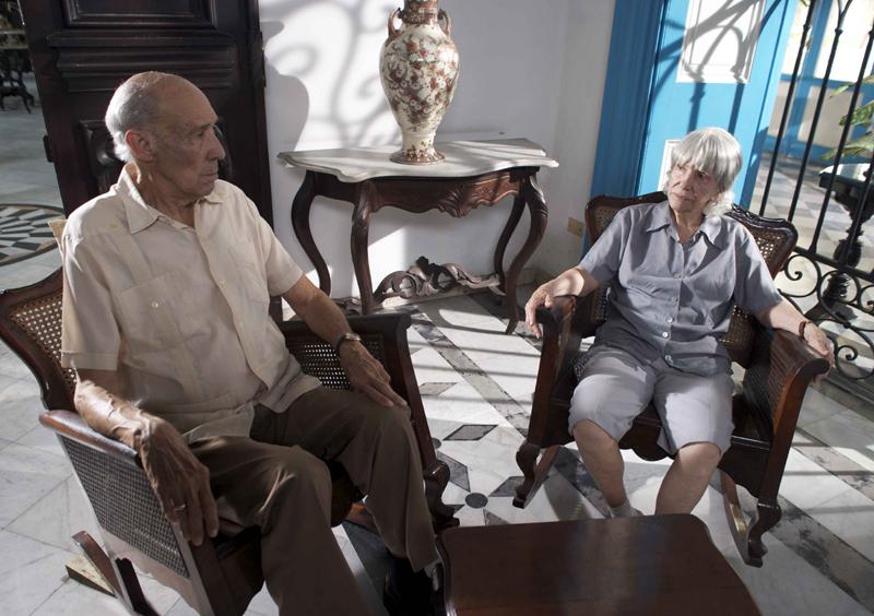 Verónica Lynn (Rosa Rosales) y Reinaldo Miravalles (Lino)